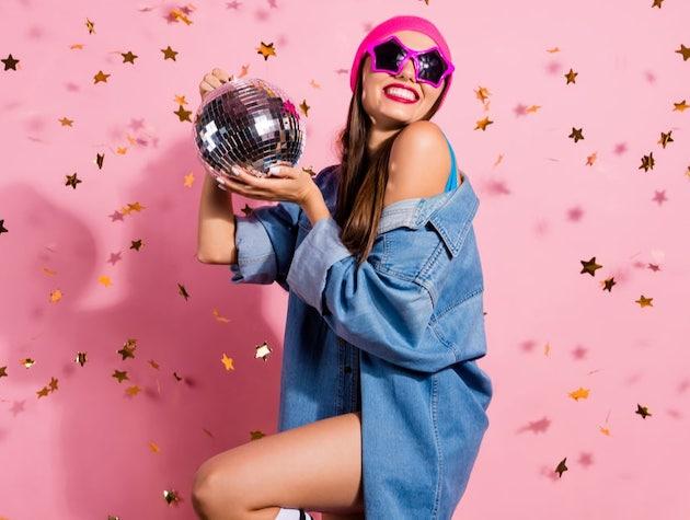 13 начина да включите диско топка в новогодишния декор